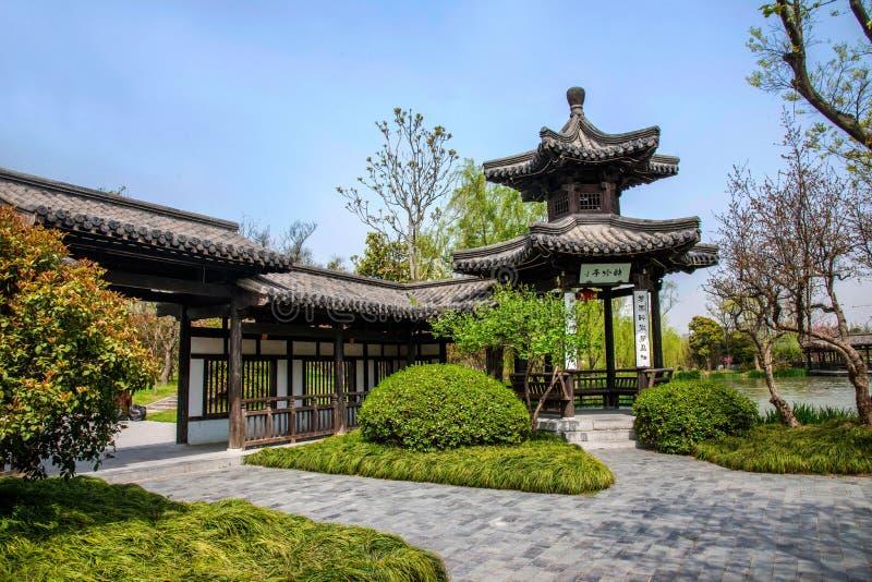 Lago ocidental delgado Yangzhou no jardim da galeria do pavilhão da luz da onda imagens de stock royalty free