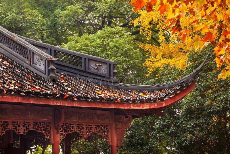 Lago ocidental Hangzhou China roof chinês antigo da casa imagens de stock royalty free