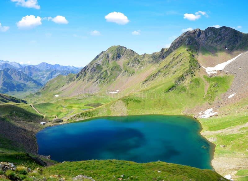 Lago Oncet en las montañas de los Pirineos imagen de archivo libre de regalías