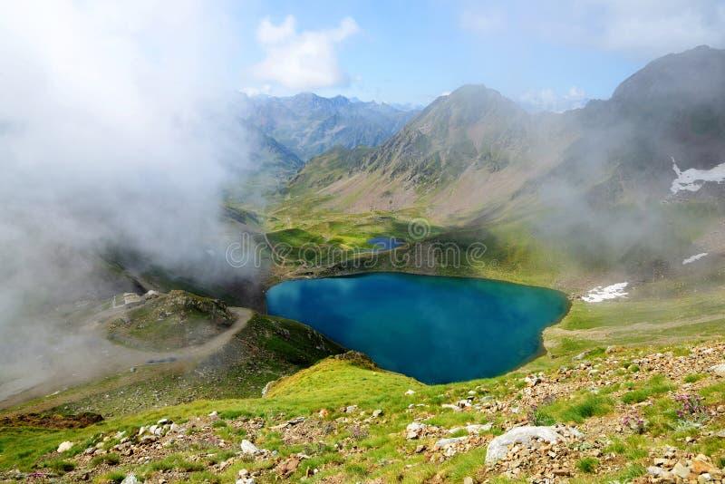 Lago Oncet nas montanhas de Pyrenees imagens de stock