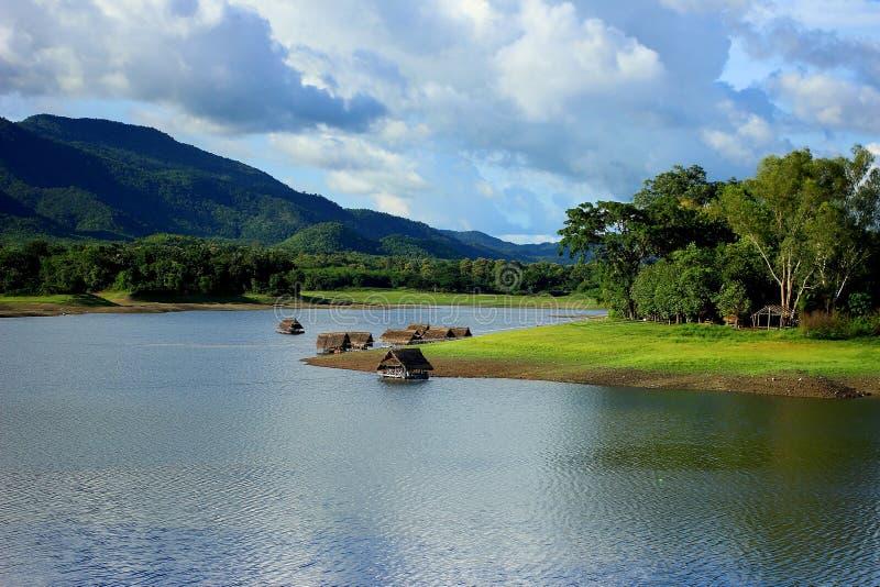 Lago, otoño, hermoso, belleza, azul, brillante fotos de archivo libres de regalías