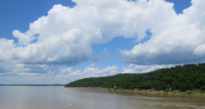 Lago ou Arkansas River trapezoide, ao norte de Tulsa, APROVAÇÃO fotografia de stock