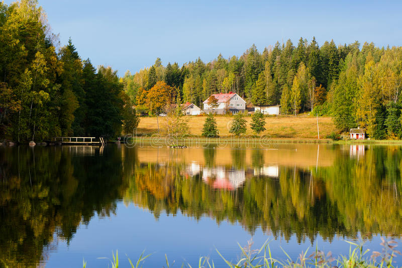 Lago. Outono. Finlandia fotografia de stock