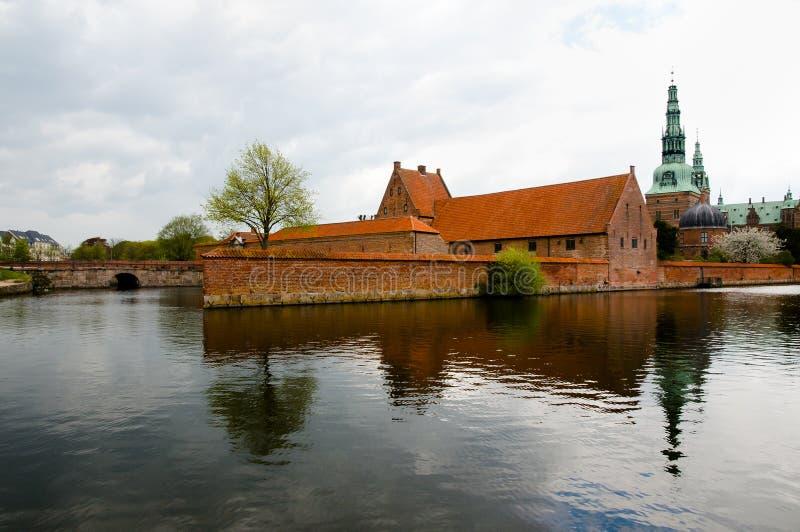 Lago palace del castello di Frederiksborg - Hillerod - Danimarca immagine stock libera da diritti