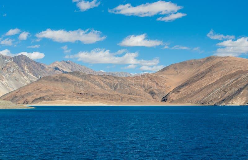 Lago Pangong en Leh Lardakh, la India imagen de archivo libre de regalías