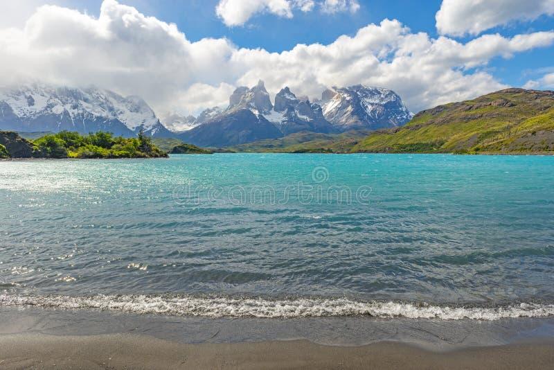 Lago Pehoe en la Patagonia, Chile foto de archivo