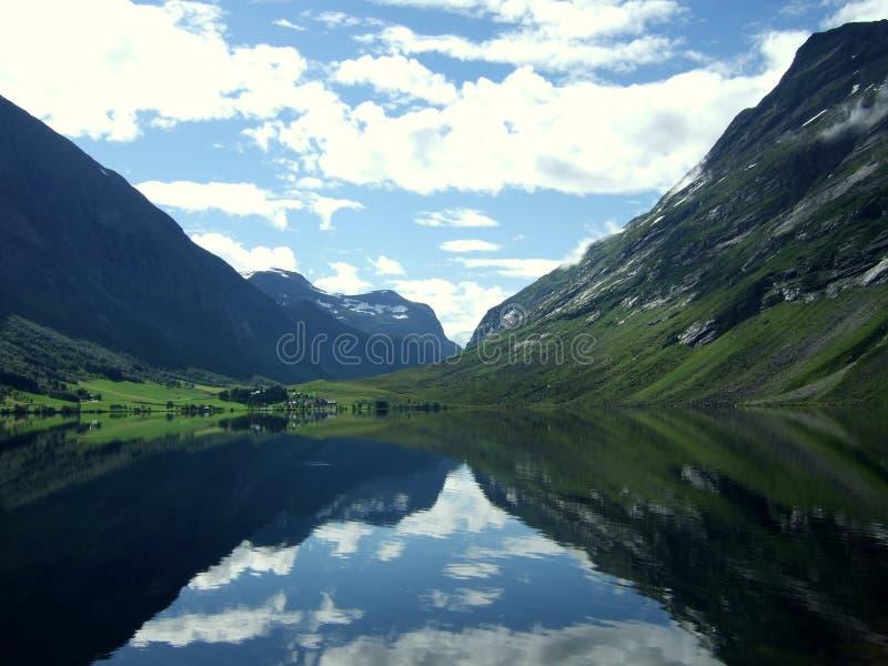 Lago pequeno Eidsvatnet, Noruega imagem de stock royalty free