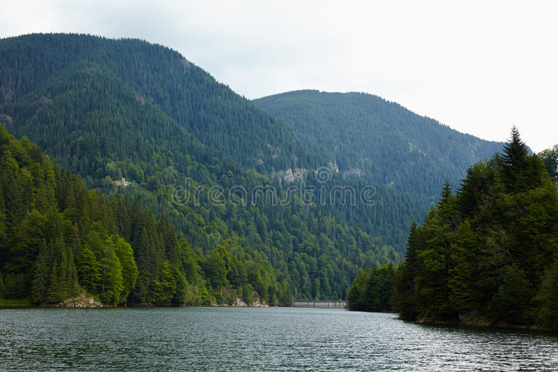 Lago Petrimanu en Rumania foto de archivo libre de regalías