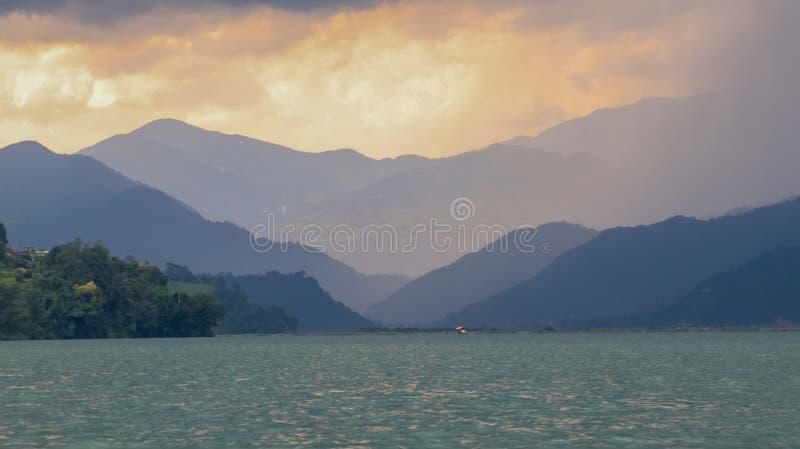 Lago Phewa imagen de archivo libre de regalías