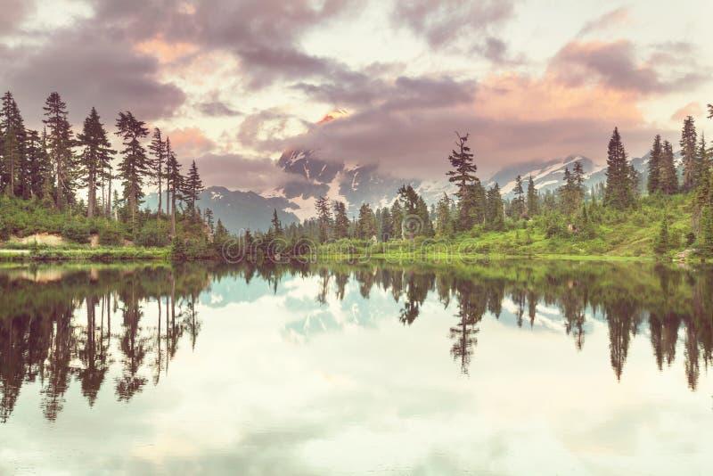 Lago picture imagenes de archivo