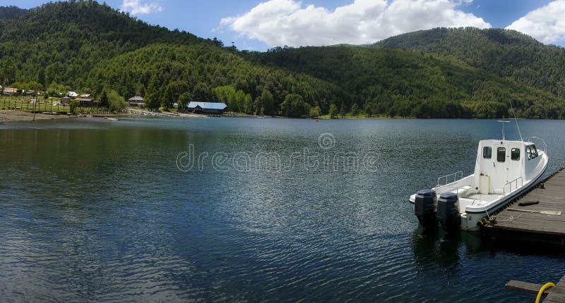 Lago Pirihueico, o Chile imagem de stock royalty free