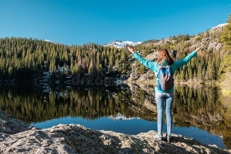 Lago próximo bear do turista em Colorado fotografia de stock royalty free