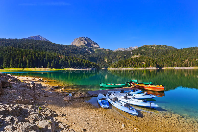 Lago preto (Crno Jezero) em Durmitor - Montenegro imagens de stock