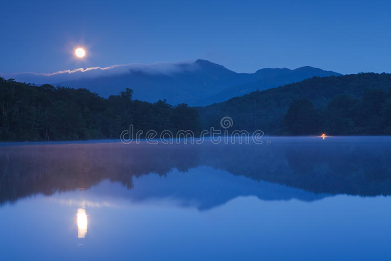 Lago price del ajuste de la luna, Ridge Parkway azul NC fotos de archivo
