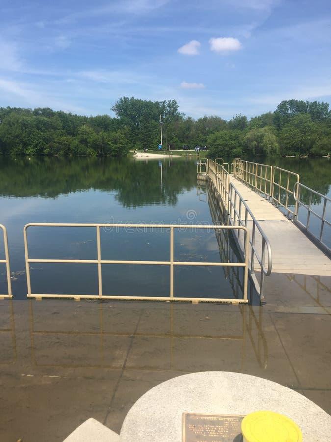 Lago/río rotatorios sycamore imagenes de archivo