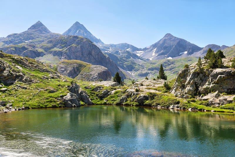 Lago Ranas em Tena Valley nos Pyrenees, Huesca, Espanha imagens de stock