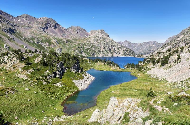 Lago Respomuso do iand do lago Ranas em Tena Valley nos Pyrenees, Huesca, Espanha imagem de stock