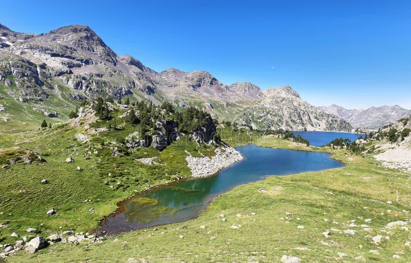 Lago Respomuso do iand do lago Ranas em Tena Valley nos Pyrenees, Huesca, Espanha foto de stock royalty free
