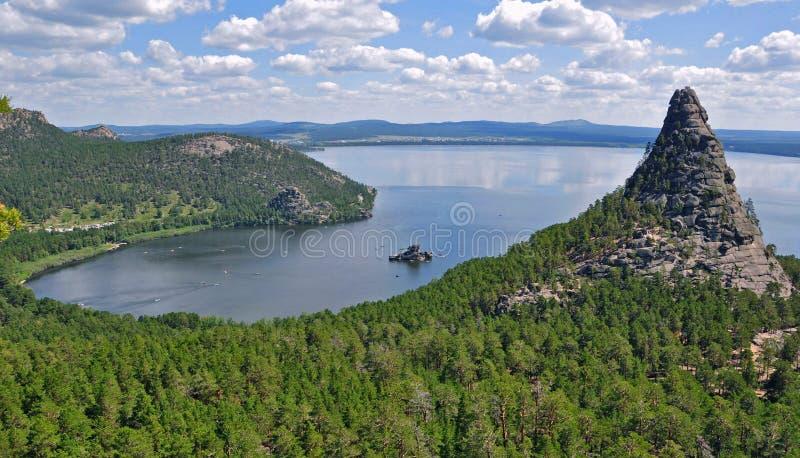 Lago, rocas y bosque en el kazakhstan del norte 3 imágenes de archivo libres de regalías