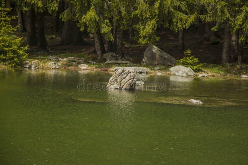 Lago rock fotos de archivo