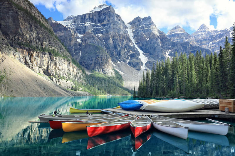 Lago in Rocky Mountains, Alberta, Canada moraine fotografie stock