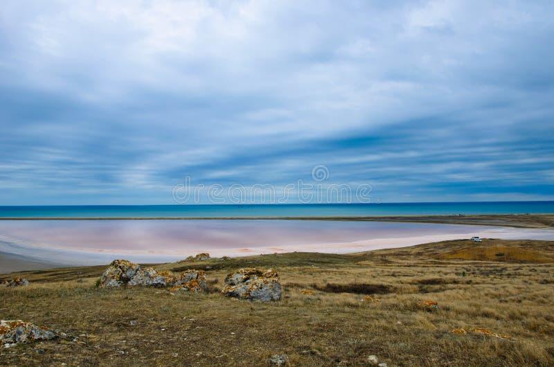 Lago salato rosa in Crimea fotografia stock