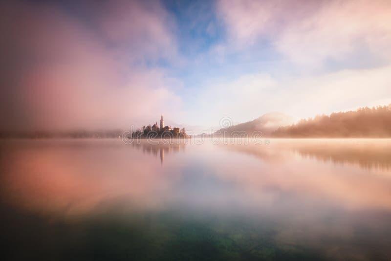 Lago sanguinato nel surrise fotografia stock