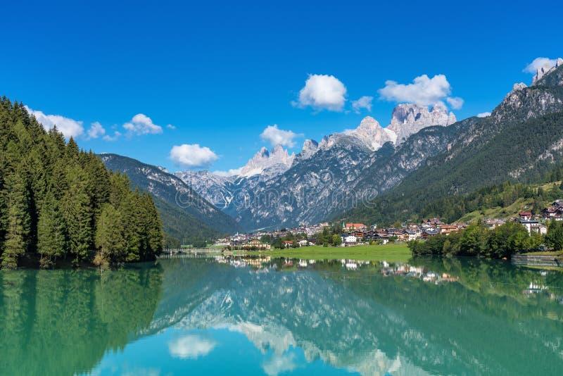 Lago Santa Caterina o lago Auronzo en la provincia de Belluno, Italia imagen de archivo