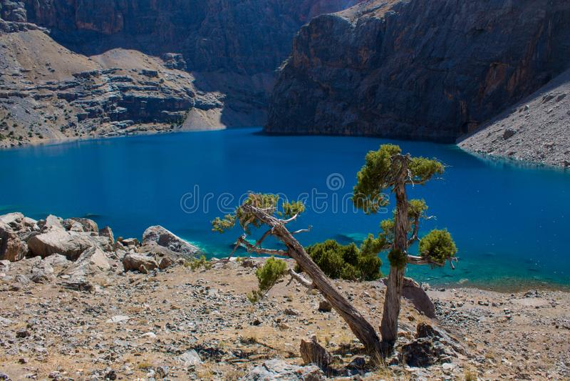 Lago scenico in montagne del fan in Pamir, Tagikistan immagini stock libere da diritti