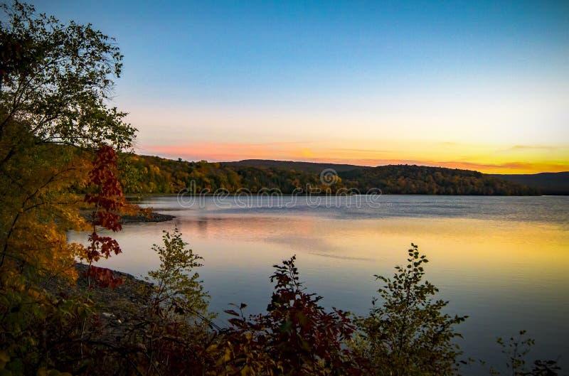 Lago Scranton en la puesta del sol foto de archivo