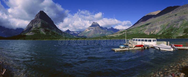 Lago Sherburne, Parque Nacional Glacier, Montana imagen de archivo