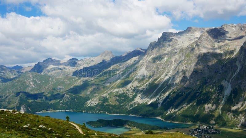 Lago Sils, vale superior de Engadine, plenos verões imagem de stock royalty free