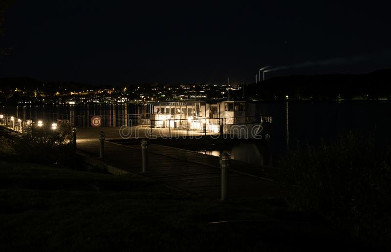 Lago Skanderborg en la noche fotografía de archivo libre de regalías