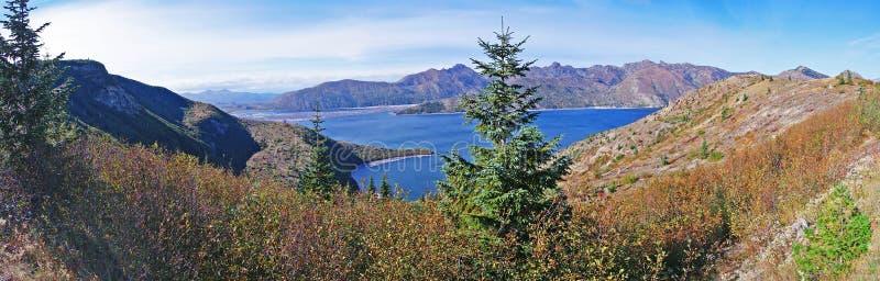 Lago spirit perto do panorama do Mt St Helens imagens de stock