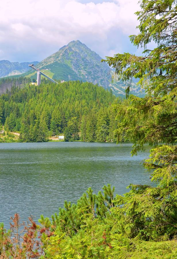Lago strbske pleso in alto Tatras in Slavakia fotografia stock libera da diritti
