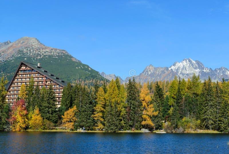 Lago strbske Pleso em Eslováquia imagem de stock royalty free