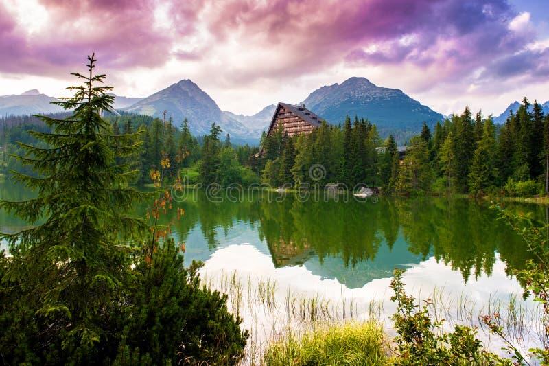 Lago Strbske Pleso mountain, Tatras alto, Eslováquia imagens de stock