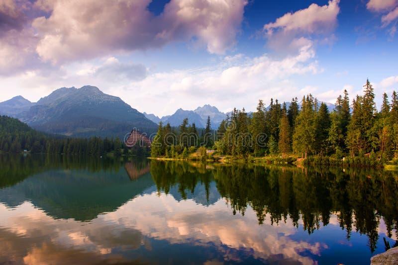 Lago Strbske Pleso, Tatras alto, Eslováquia imagem de stock