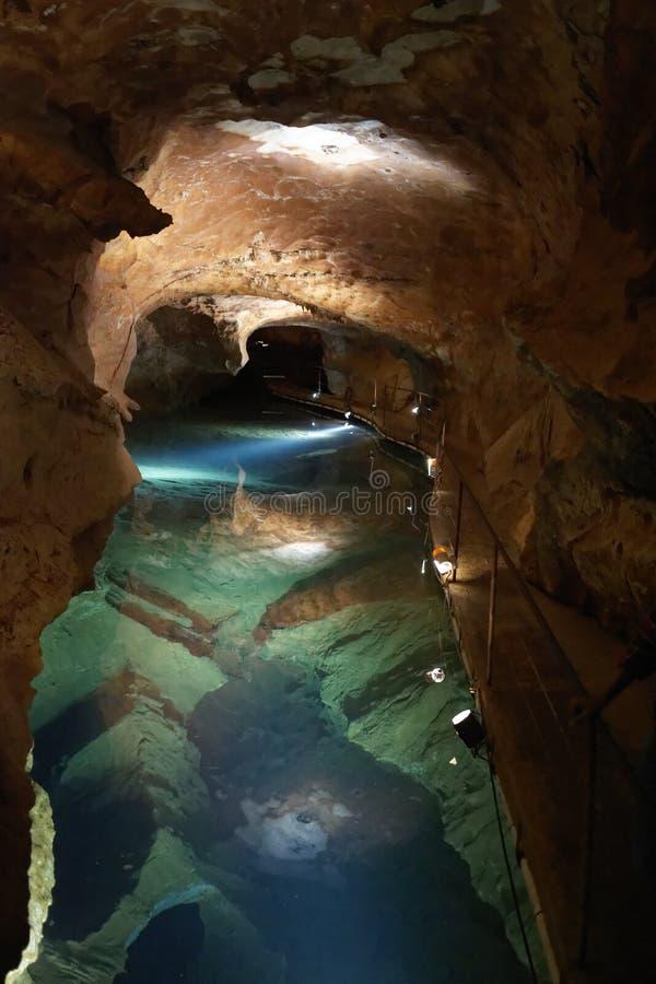 Lago subterrâneo em cavernas de Jenolan imagem de stock