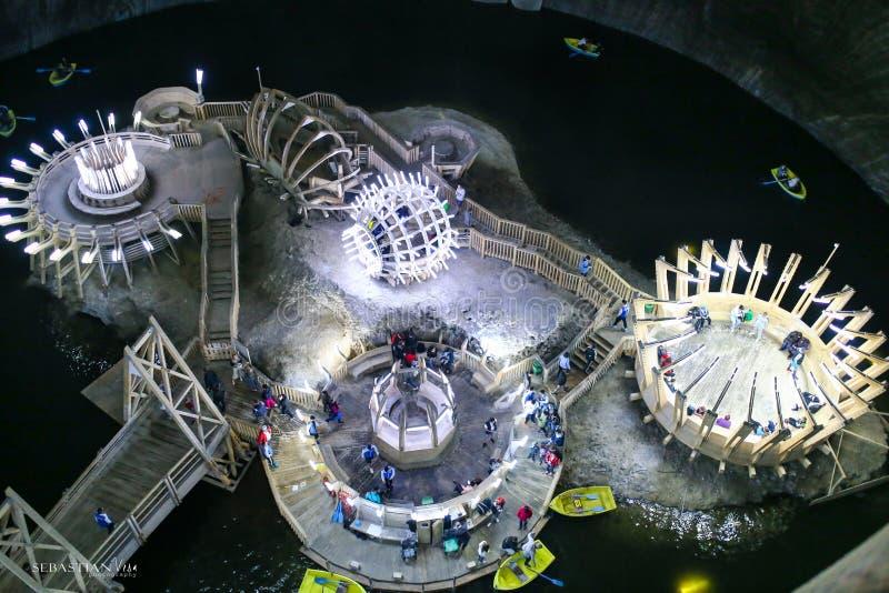 Lago subterrâneo no museu de Salina Turda da mina de sal em Turda fotografia de stock royalty free