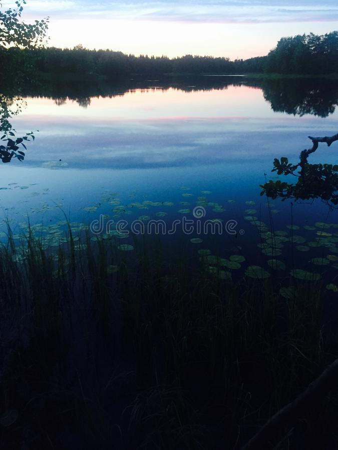 Lago sueco no por do sol imagens de stock royalty free