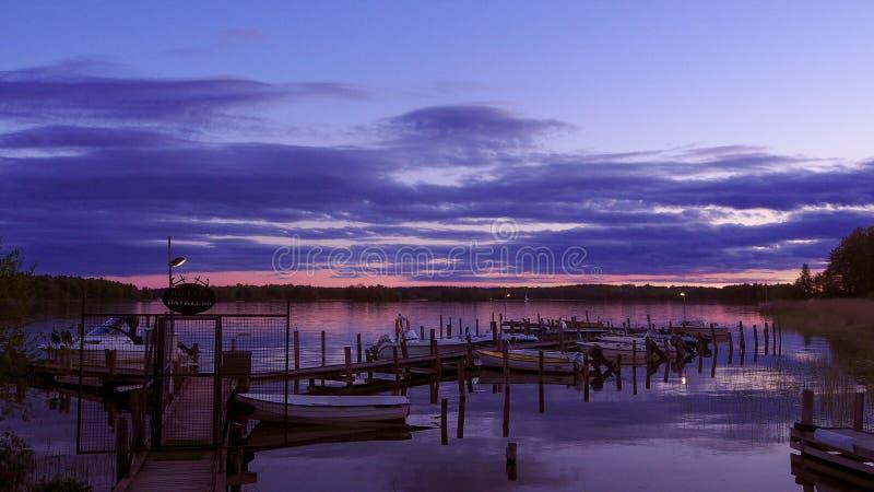 Lago sueco no por do sol fotografia de stock