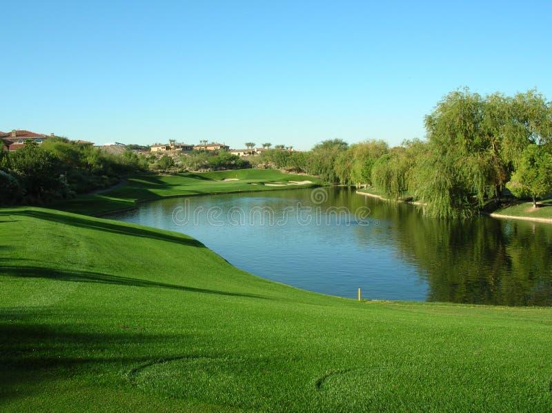 Lago sul terreno da golf fotografia stock