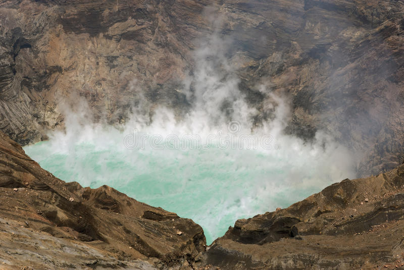 Lago sulfúrico volcano fotografía de archivo