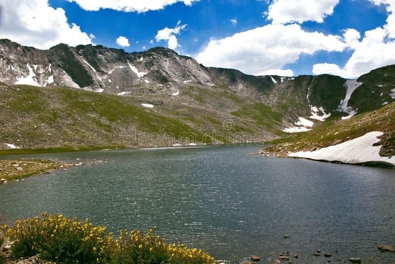 Lago summit no Mt evans imagens de stock