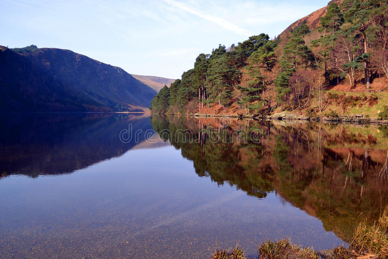 Lago superior na Irlanda de Glendalough imagem de stock royalty free