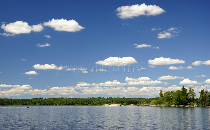 Lago swedish di estate immagini stock libere da diritti