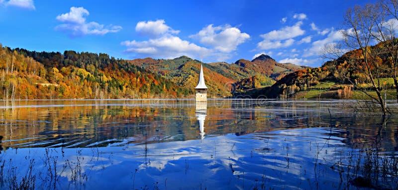 Lago tóxico Geamana, montanhas de Apuseni, Romênia fotos de stock royalty free