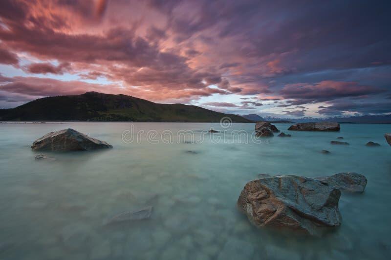 Lago Tekapo, Nueva Zelanda durante la última tarde fotos de archivo libres de regalías