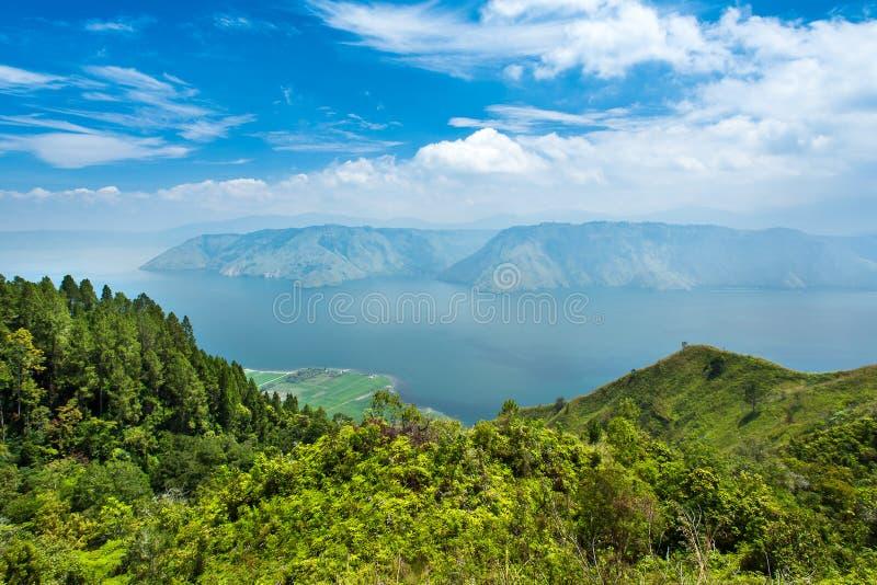 Lago toba ou danau toba em Sumatra norte imagens de stock